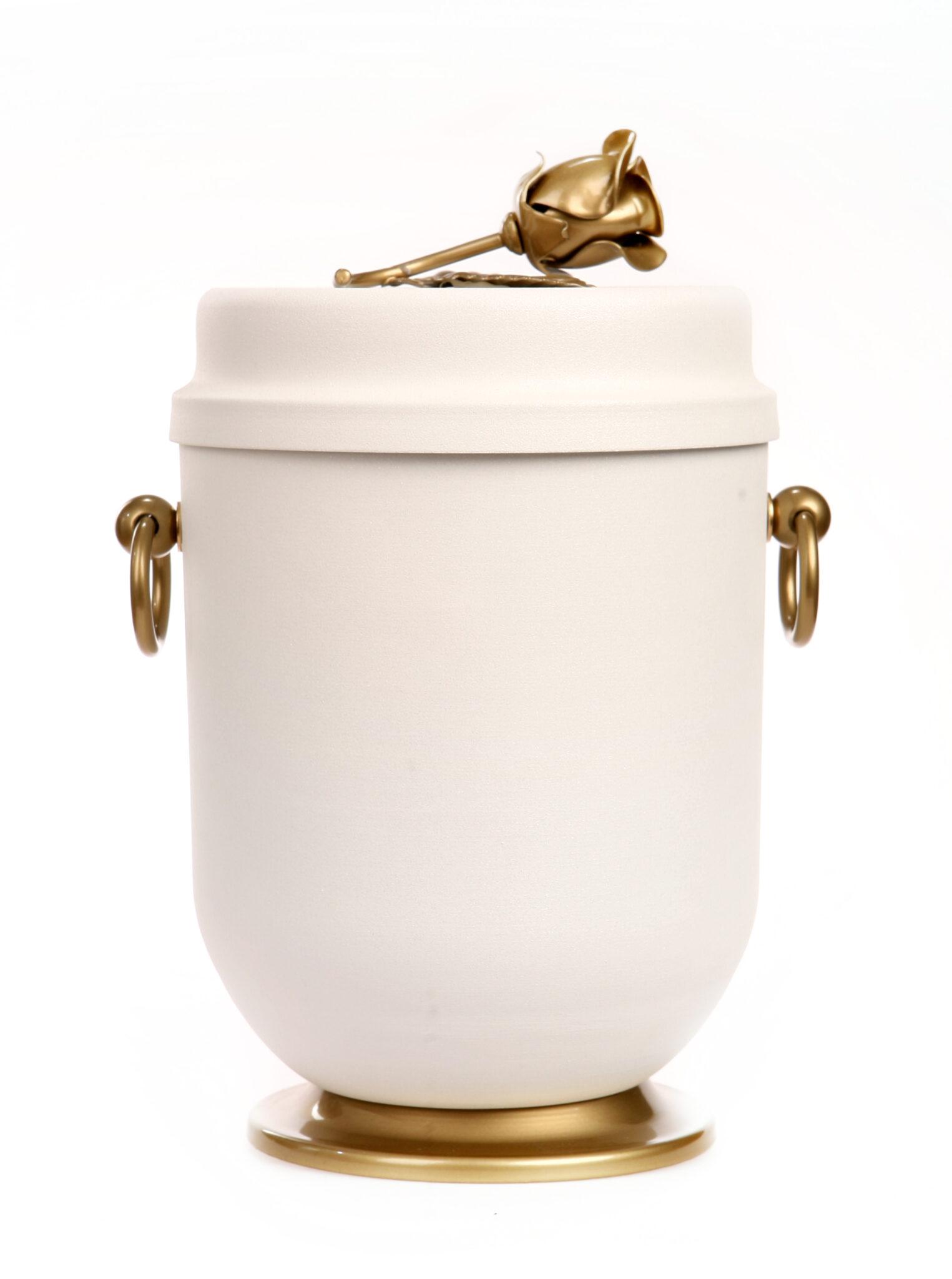 urna z prochami w domu